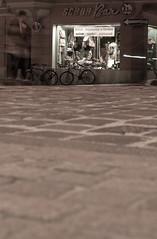 Schuh Bar (Wolfgang Kalb) Tags: old longexposure shop bar germany bayern deutschland bavaria shoe shoes regensburg altstadt oldtown ratisbon schuhe unescoworldheritage cobbler schuster schuh weltkulturerbe langzeitbelichtung schuhbar