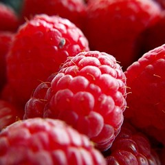 #Red #Macro #Raspberry (cristiancamiloviveros) Tags: raspberry fruits instagramapp square squareformat iphoneography