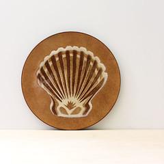 Shell. (Kultur*) Tags: vintage vintagehousewares enamel midcentury trivet mid century dish enamelware tray davidson annemarie shells seashells wallhanging