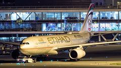 Etihad Airways - Airbus 330-200 - A6-EYD (Aviation and Travel photography) Tags: etihad airways airbus a330223 schiphol nightshot night airport aviation air airplane airliners visitabudhabi middle east canon flickr jet jetliner outdoor aircraft vegicle