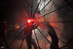 Correfoc 065 (Pau Pumarola) Tags: correfoc foc fuego feu fire feuer guspira chispa étincelle spark funke festa fiesta fête fest diable diablo devil teufel catalunya cataluña catalogne catalonia katalonien girona diablesdelonyar