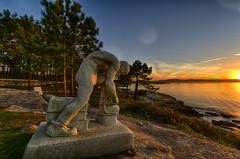 petrificado (Marcos O Grove) Tags: estatua atardecer salnes puestadesol sunset mar marinero