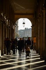 Ombres en losanges ... (Martine LB) Tags: ombres shadows rais silhouette contrejour backlight paris martinelebiannic