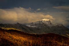 La frontera del invierno (AvideCai) Tags: avidecai otoo paisaje montaa nubes cielo atardecer