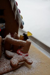 Attack of the gingerbread zombies (VI) (dididumm) Tags: gingerbreadhouse gingerbreadzombies winter snow christmas baking homemade selbstgemacht backen gebck weihnachten schnee lebkuchenhaus lebkuchen lebkuchenzombies