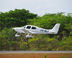 Cirrus SR-20 GTS PR-MLV (Aeroporto de Montes Claros / Montes Claros Airport) Tags: cirrus sr20 gts prmlv cirrussr20gtsprmlv avião aeroportomarioribeiro aeroportodemontesclaros