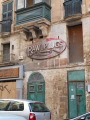 Rawlplugs (navejo) Tags: malta dec 2016 rawlplugs sign shop screw pink worn faded