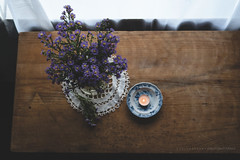 (CarolienCadoni..) Tags: sonyslta99 sal50f14 50mmf14 photography stilllife still flowers candle light window