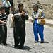 Alcuni abitanti di Antigua suonano un motivo indigeno-maya con un flauto ed un tamburello