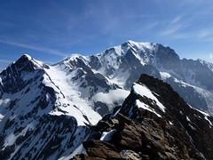 de l'Aiguille de Bionnassay (4052m) au Mont-Blanc (4810m) (twiga269  FEMEN #JeSuisCharlie) Tags: white mountain france alps les montagne alpes top glacier mount climbing mountaineering summit piton savoie montaa chamonix alpi 74 ascension montblanc haute alpinisme onthetop montebianco dme alpinism hautesavoie sommet goter aiguille 4002 gipfel 4304 cumbre 4810m 4810 italiens 4052 4807 topofmountain corde bionnassay lemontblanc 4807m aiguilledebionnassay dmedugoter twiga269 ventiqueros 4052m 4304m pitondesitaliens 4002m