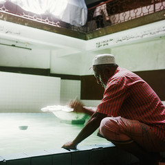 Wudu (richardhwc) Tags: 120 6x6 film rolleiflex mediumformat kodak mosque srilanka ceylon kandy 35e planar wudu carlzeiss portra400 75mmf35 coatingdegraded