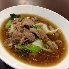 ก๋วยเตี๋ยวเส้นใหญ่ราดหน้าหมู | Flat Rice Flour Noodle With Pork Sauce @ ราดหน้าเฮียอ้วน (เยาวราช) | Rad Na Hia Uan (Yawaraj)