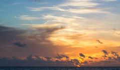 Amanecer en Isla Mujeres. (Isla mujeres sunrise) (MigueelRoojas) Tags: sunrise playa amanecer mujeres isla norte