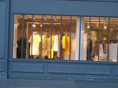 really very personal wardrobe (Roberto Urios) Tags: paris shop tienda negozio vetrina magazin vitrine parigi passy