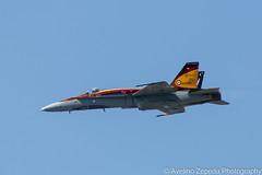 CF-18 Hornet Demo Side View (Avelino Zepeda) Tags: canadianinternationalairshow canadianairshow torontoairshow cias toronto harbourfront cf18 cf188 rcaf royalcanadianairforce canadianairforce cf18demoteam cf18demo canadianf18 f18 hornet