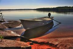 IMG_7944 tonemapped-1 (Andre56154) Tags: schweden sweden sverige wasser water see lake ufer himmel sky boat felsen