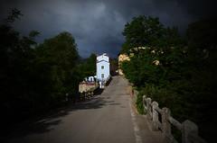 nuvole e sole a Piantravigne (Camillo diB ()) Tags: casaceleste giornatanuvolosovariabile toscana italia sulpontealliniziodipiantravigne