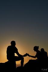 Compartir, comunicar. (jcof) Tags: acoruña atardecer cabo color compartir comunicar contraluz couple faro finisterre fisterra galicia naranja ocaso orange pareja phone portrait retrato smartphone sunset
