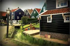 Le village de Marken, Waterland, Nederland (claude lina) Tags: claudelina nederland netherlands paysbas hollande village marken waterland maisons houses