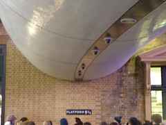 London King's Cross Station - Harry Potter - Platform 9 (ell brown) Tags: eustonrd camden london greaterlondon londonboroughofcamdenengland unitedkingdom greatbritain stpancras kingscross pancrasrd yorkway islington kingscrossstation londonkingscross londonkingscrossstation eastcoastmainline virgintrains virgineastcoast eastcoast virgintrainseastcoast kingcrosssquare concourse harrypotter platform9 gradeilisted gradeilistedbuilding railwayterminus lewiscubitt sirwilliamandjosephcubitt yellowstockbrick 2trainsheds terminusofthegreatnorthernrailway greatnorthernrailway