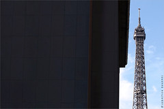 Manifestation contre le Mariage pour Tous, 2016. IMG161016_637__S.D-S.I.P_FR_JPG Compression 700x467 (Sbastien Duhamel) Tags: eu europe european europa fra fr france french francia paris agency banquedimages footagestock bancodeimagenes presse press prensa information news informacion photojournaliste photojournalist fotoperiodista photographe photographer fotografo photographefranais frenchphotographer fotografofrancs journalistephoto reporterphoto fotoreportero copyright ump lesrpublicains politique fn bygmalion manifestation mariagepourtous manifpourtous antimariage pute homophobe lesrichesmanifestes aristocrate aristocratie pma gpa gay lesbienne conservateurs lesconservateurs lesbourgeois bourgeoisie drapeau flag labourgeoisiefranaise libration itv bfm tf1 francetv loitaubira manifpourtousoctobre2016 latoureiffel eiffeltower