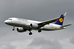 Lufthansa D-AIZR (Howard_Pulling) Tags: camera uk london photo airport nikon foto photos heathrow aviation picture landing airline flughafen airlines lhr heathrowairport flug myrtleavenue howardpulling nikond5100