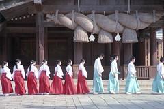 japan-8 (転倒虫) Tags: morning japan worship fresh altar bow 日本 shimane greeting izumo 巫女 朝 出雲大社 島根 出雲 早朝 神職 始業 新卒 神子 izumotaisya 毎朝