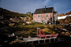 Frozen time (Photos On The Road) Tags: wood house building moss arctic greenland sledge groenlandia sermersooq flickrsfinestimages1 flickrsfinestimages2 tundraikateq