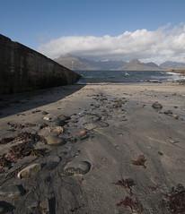 Elgol Pier (pauls1502) Tags: sea seascape seaweed iso100 scotland pier sand nikon isleofskye sigma wideangle cuillin elgol scottishhighlands nikond60