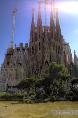 Sagrada Familia (B.Jansma) Tags: barcelona vacation sky sun 3 color building beautiful familia architecture canon three big spain raw photos bleu fotos flare mooi lucht sagrada zon hdr impressive architectuur spanje kleurrijk kleur drie groot 500d tripje indrukwekkend