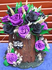 composizione floreale in tronco dalbero