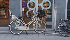 Zwolle, Blijmarkt, Mama Fiets (Nik Morris (van Leiden)) Tags: netherlands nederlands fietsen zwolle fiets mamafiets