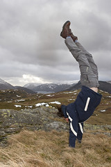 High Rigg Hand Stand (Nick Landells) Tags: fun melanie lakedistrict mel fells handstand fell thirlmere highrigg