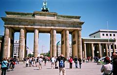 2010 Berlin: The Brandenburg Gate #3 (dominotic) Tags: berlin history architecture germany unterdenlinden triumphalarch brandenburgertor quadriga 2010 thebrandenburggate horsedrawnchariot