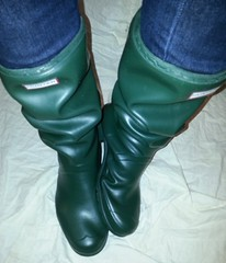 GrnH_251 (Lisban2009) Tags: green wellies rubberboots gummistiefel hunters creased