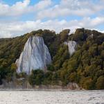 Viktoria-Sicht und rechts der Königsstuhl, die bekanntesten Kreidefelsen auf Rügen, vom Schiff aus gesehen thumbnail