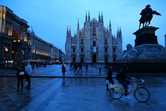 ~ Duomo di Milano @ Milan ~ (PS~~) Tags: world street city travel italien light vacation italy holiday milan building history bike bicycle architecture backlight night facade canon photography design europa europe italia cityscape shadows cathedral alba milano pigeons gothic culture tourist structure historic unesco architect artists stadt dome shutter civilization bluehour piazza duomo traveling visual explorers lombardia travelers structural global worldheritage itali emanuele vittorio bicicletta nightexposure lombardy tauben menschenmenge mailand piazzadelduomo historico lombardei milancathedral norditalien europei  crowdedplace oberitalien crowdpeople sibemolle donchishiotte euwanderlust