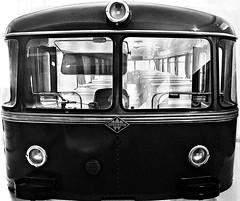 Fahrt ins Blaue / Mystery Tour (Bernd Kretzer) Tags: uerdinger schienenbus eisenbahn train franken franconia verkehrsmuseum nrnberg schwarzweiss blackwhite nikon afs dx zoomnikkor 1855mm 13556g