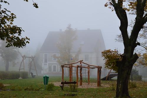 Wolken ziehen durch Kupferberg an einem Herbsttag