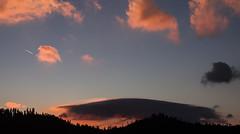 A l'aurore (mrieffly) Tags: aurore matin leverdesoleil nuages ciel canoneos50d