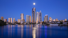 Full moon rising (Rodney Topor) Tags: bluehour cityscape goldcoast moonrise queensland reflection skyline surfersparadise canonef1635mmf4lisusm