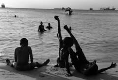 zanzibar town 2009 (patrickdeby) Tags: plage zanzibar tanzanie enfants bateau jeu mer ocan indien bains sable