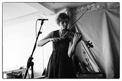 Angharad Davies & Billy Steiger @ Cafe Oto, London, 15th October 2016 (fabiolug) Tags: angharaddavies billysteiger violin violins improvisation improv cafeoto london dalston music gig performance concert live livemusic leicammonochrom mmonochrom monochrom leicamonochrom leica leicam rangefinder blackandwhite blackwhite bw monochrome biancoenero 35mmsummicronasph 35mmf2summicronasph summicronm35mmf2asph summicron35mmf2asph 35mm summicron leicasummicron leica35mm