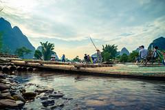 《灕江竹筏》-Bamboo raft on LiJiang (AllenPan02) Tags: lijiang china scenery raft bamboo sony 灕江 桂林 中國 文化 風景 竹筏 guilin