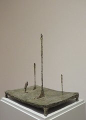 """Place (trois figures, une tête)"", 1950, Alberto Giacometti (1901-1966), Musée Ludwig, Cologne, Rhénanie du Nord-Westphalie, Allemagne. (byb64) Tags: muséeludwig peterludwig museumludwig cologne köln colonia rhénaniedunordwestphalie nordrheinwestfalen northrhinewestphalia renaniadelnortewestfalia renaniasettentrionalevestfalia rhénanie rhineland rheinland renania ville allemagne deutschland germany germania alemania europe europa eu ue rfa nrw stadt ciudad town citta city musée museum museo artmoderne xxe 20th artcontemporain albertogaicometti giacometti bronze bronce bronzo figures silhouette sculpture escultura"