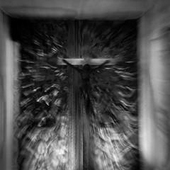 LA SALUTE (zventure,) Tags: monochrome nb blackandwhite bw noiretblanc eglise zventure croix christ religion venise venice venisesept2016 lasalute autel