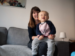 Joie de vivre (Dahrth) Tags: gf1 gf120 panasoniclumixgf1 lumixmicroquatretiers lumixμ43 micro43 microfourthirds raw bébé baby sourire smile laugh rires mère mother maman