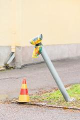 0885 (pni) Tags: trafficcone vent grass wall pavement rainpipe helsinki helsingfors finland suomi pekkanikrus skrubu pni