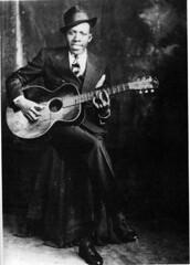 RobertJohnson-Hooks Bros Studio (Doctor Noe) Tags: robert rip legend has grown bluesman robertjohnson johnnyshines johnsons robtjohnsongrave may81911august161938
