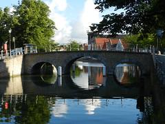 Bruges, Belgique (moscouvite) Tags: voyage nikon belgique pont quai heleneantonuk